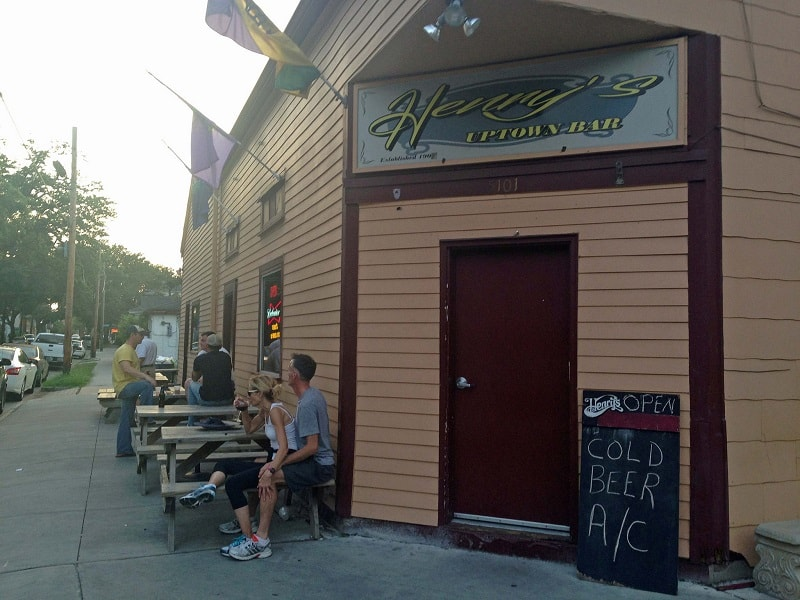 Henry's Uptown Bar